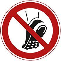 Metallbeschlagenes Schuhwerk verboten