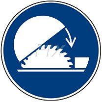 Schutzhaube der Tischkreissäge benutzen - W031